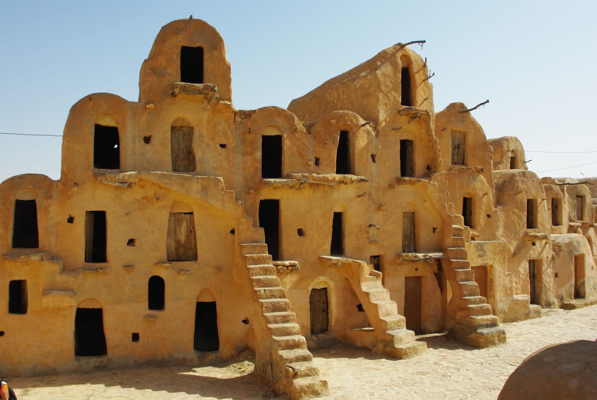 Tunisie visiter les lieux de tournage des films star for Architecture troglodyte