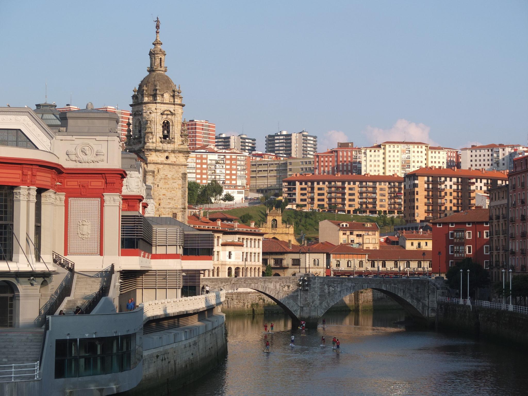 Bilbao une ville anim e par la culture et le tourisme for Piscine bilbao