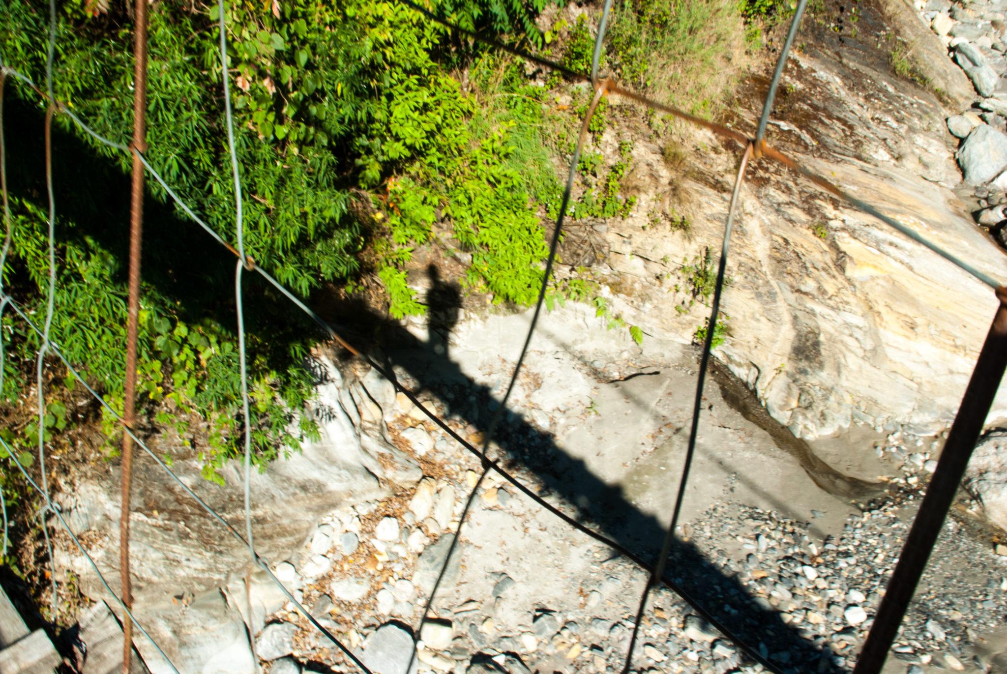 Une ombre sous le soleil au Népal
