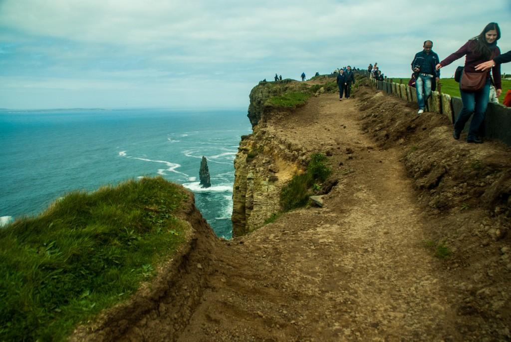 passage dangereux aux falaises de moher