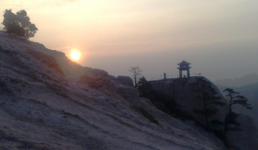 Lever du jour au sommet de wudang shan