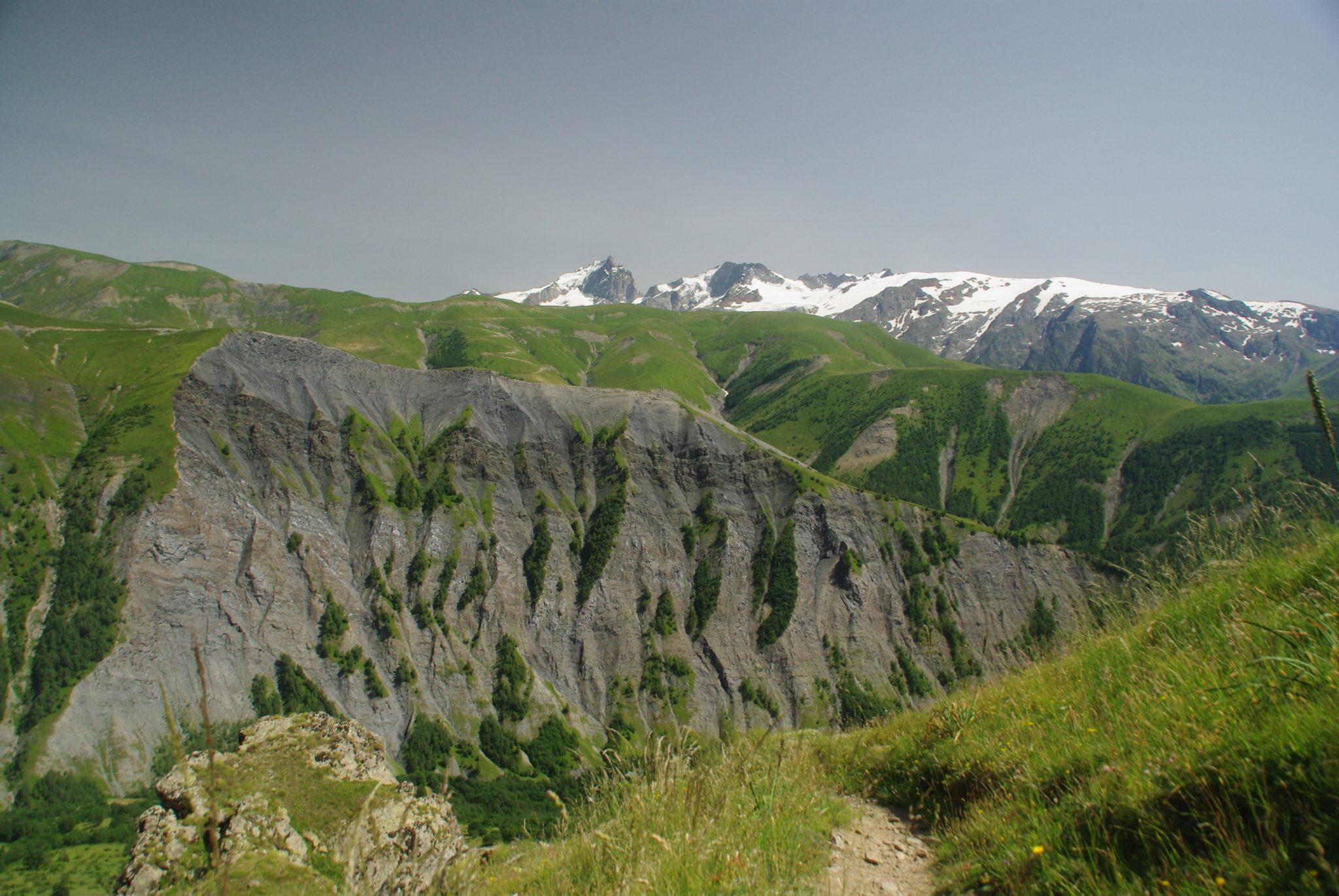 vue sur le montagnes des alpes