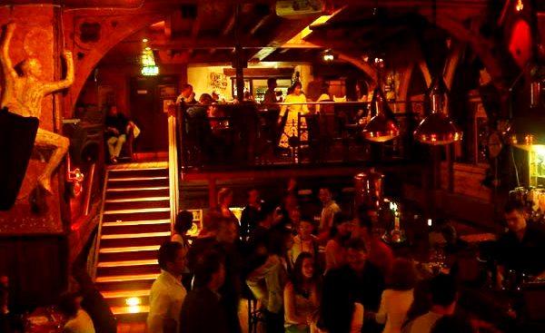 bar dansant
