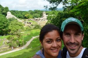 un couple en voyage