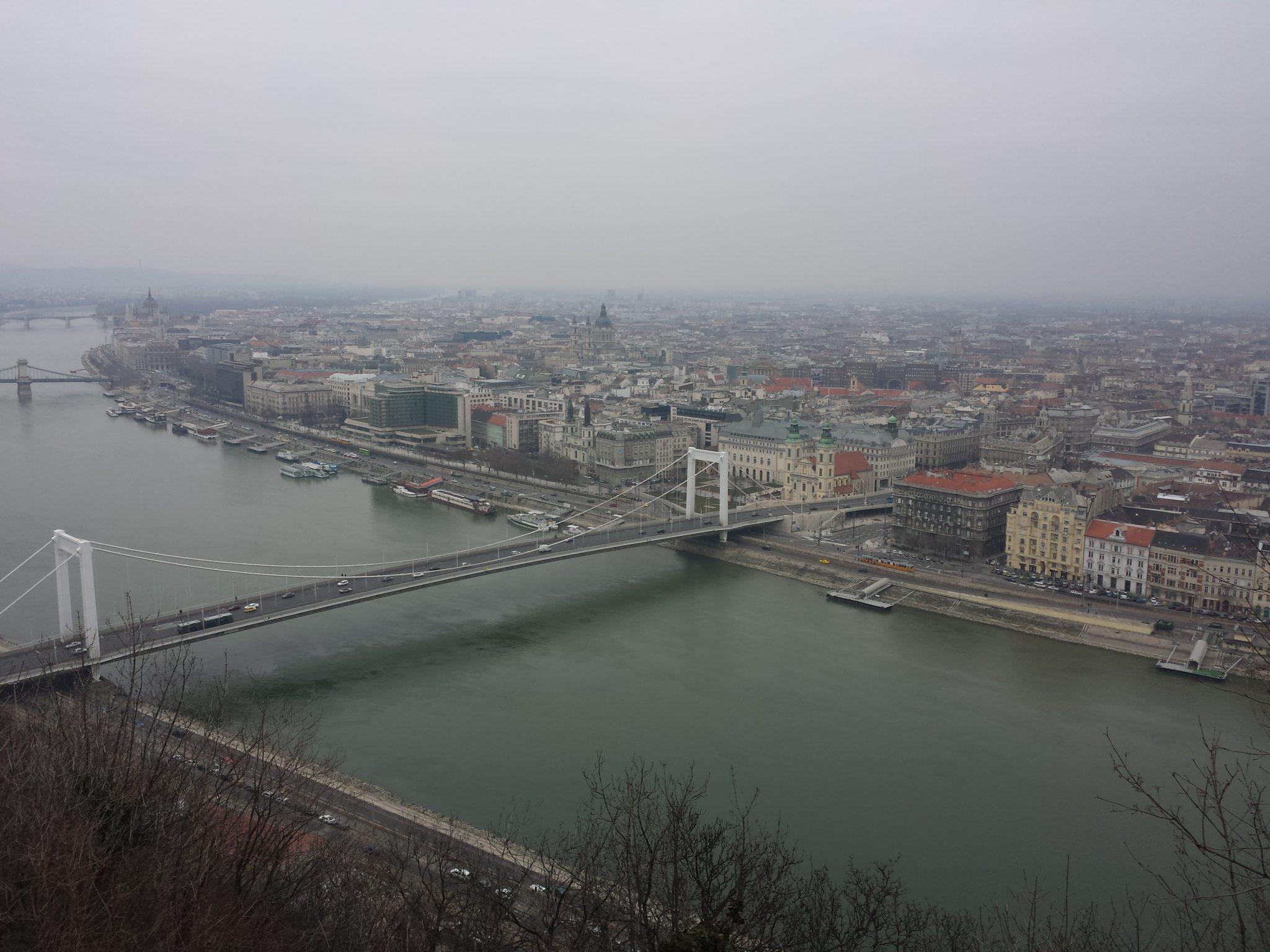 Le pont blanc de Budapest