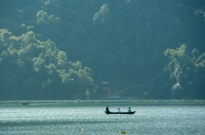 Barque sur le lac de Pokhara