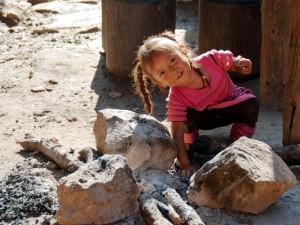 Une enfant qui sourit
