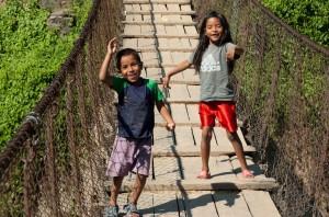 Deux enfants joyeux