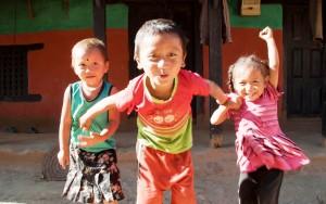 Trois enfants népalais