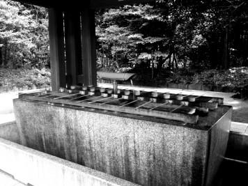Il est toujorus nécessaire de se nettoyer les mains lorsque l'on entre dans un temple au Japon