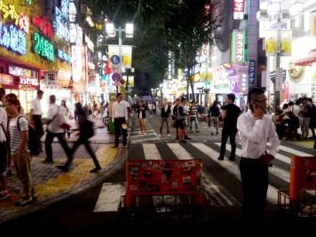 Le quartier de Shinjuku de nuit